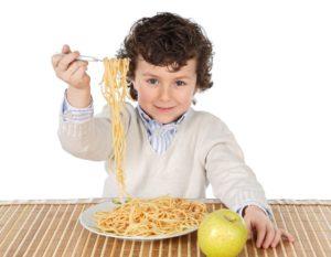 nino-comiendo-pasta-1-1024x796